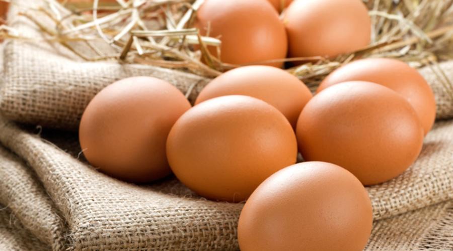Диетический продукт Лецитин и холин, содержащиеся в яйцах, способствуют скорейшему выводу жиров и холестерина из тела. Сами по себе яйца низкокалорийны, так что можно не бояться за стройность фигуры.