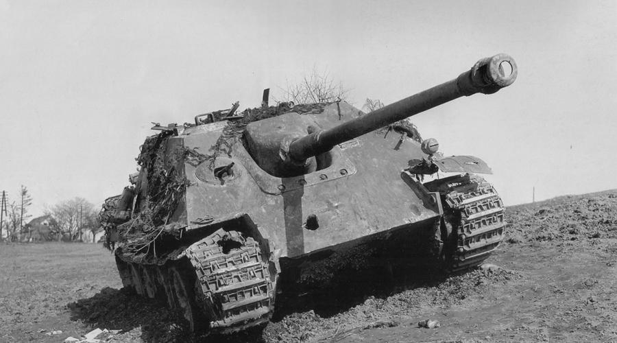 JagdPanther Немцы не зря прозвали JagdPanther «истребителем танков». Машина по праву считается одной из лучших самоходок Второй мировой войны. Встречу с ее пушкой Pak.43 L/71 (88 мм, 71 калибр) переживал лишь упомянутый выше ИС-2, для прочих машин СССР и союзников JagdPanther была настоящей головной болью.