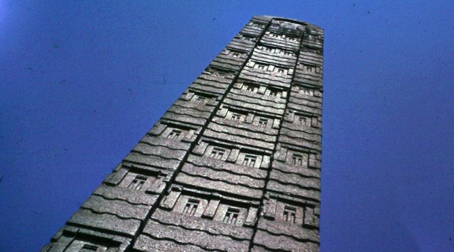 Аксумский обелиск Знаменитый Аксумский обелиск, возраст которого насчитывает целых 1700 лет, был украден фашистами еще в 1937 году. Суд уже стоил Италии более 13 миллионов долларов — ожидается, что в скором времени артефакт вернется на родину.