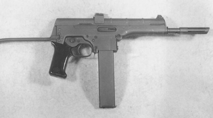 WG-66 Очень редкий пистолет-пулемет, выпускавшийся ГДР для нужд народной милиции. Калибр 7,62 мм и высокая скорострельность обеспечивали стрелку превосходство в замкнутых помещениях, но опыт использования WG-66 на улицах оказался негативным — подкачала кучность. Первая партия из 38 экземпляров оказалась и последней, так что сегодня ПП WG-66 для антикваров лакомый кусок.