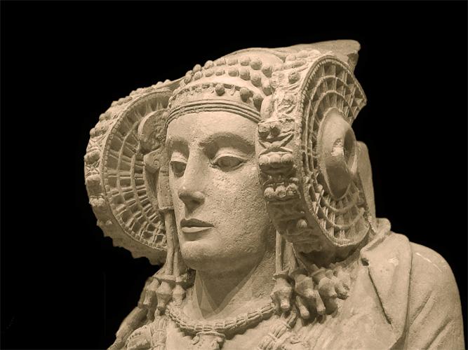 Дама из Эльче Национальный археологический музей Мадрида Статую прекрасной дамы обнаружили в 1897 году неподалеку от города Эльче. Совершенно непонятно, как в IV веке до нашей эры людям удалось создать такое совершенное произведение искусства. Кроме того, на голове у статуи явно расположен какой-то прибор.
