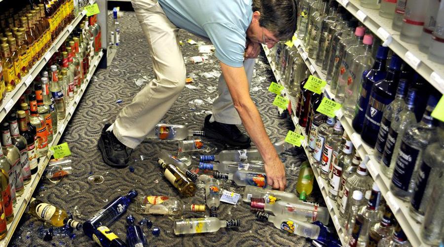 Когда заплатить придется Товар был у вас в руках? Вы сами были пьяны? Дрались? Кинули бутылку дорогого вина в стену с воплем «рожи буржуйские»? Простите, но в этих случаях платить все же придется. На кассе просто пробьют разбитый товар как купленный, а вы отправитесь восвояси, сжимая в трепетных объятиях осколки.