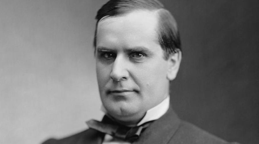 Уильям Мак-Кинли В 1896 году президентом стал Уильям Мак-Кинли. Он прекрасно справлялся со своими обязанностями и был переизбран в 1900 году, однако второй срок закончился для Мак-Кинли слишком быстро. 5 сентября 1901 года призрак Текумсе коснулся и этого президента: его застрелил американский анархист Леон Франк Чолгош.