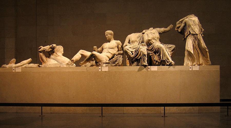 Мраморы Элгина Британский посол лорд Элгин собирал на досуге древнегреческое искусство и умудрился вывезти всю коллекцию в Лондон. Сегодня Греция с пеной у рта отстаивает право на возвращение артефактов на родину, а чопорная Британия делает вид, что вообще не понимает, о чем тут речь. Наше, и все.