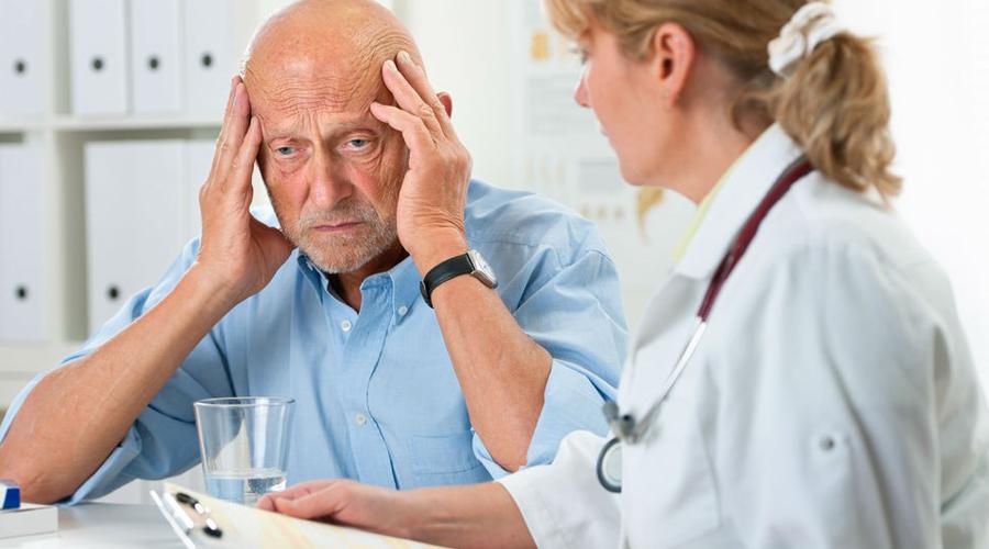 Уровень угрозы По счастью, никакого дополнительного оборудования для определения инсульта не требуется. Попросите «подозреваемого» улыбнуться — инсульт не даст больному двигать правой половиной рта. Поднятие рук вверх также окажется невыполнимой задачей; резкое ухудшение зрения, острая мигрень и головокружение будут верными признаками инсульта.