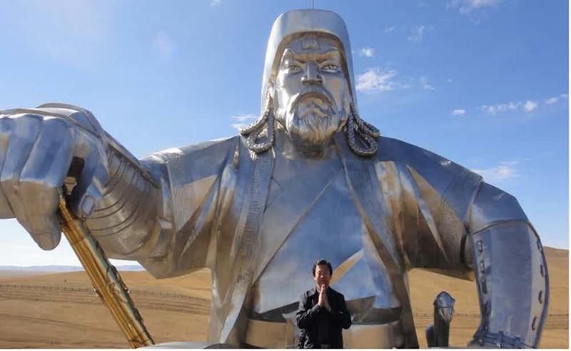 Веротерпимый язычник Религию монгольский хан считал идеальным средством поддерживать порядок во всей империи. Он тщательно изучал все основные религии мира. Ислам, даосизм и христианство интересовали хана больше всего. На территории империи позволялось исповедовать любую религию — умный правитель стремился объединять свою страну.