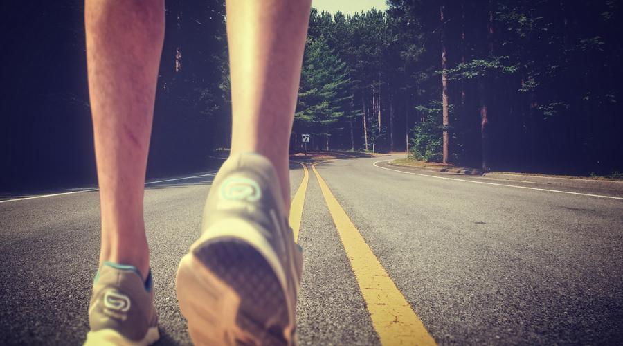 Сидячий образ жизни Даже привычка проводить выходные на диване может серьезно пошатнуть ваше здоровье. Такой образ жизни наносит большой урон костной ткани, а ведь предотвратить это будет достаточно просто. Нет времени на полноценные тренировки? Ничего страшного, занимайтесь дома. Даже легкой гимнастики по утрам хватит, чтобы остановить вымывание кальция из организма.