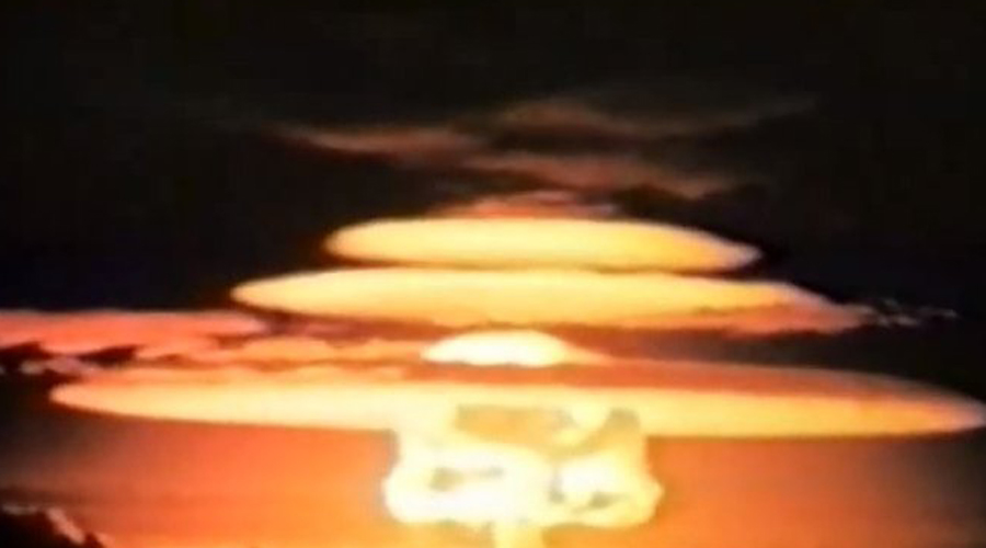 Советские испытания № 173, № 174 и № 147 С 5 по 27 сентября 1962 года в СССР была проведена серия ядерных испытаний на Новой Земле. Тесты № 173, № 174 и № 147 идут на пятом, четвертом и третьем местах в списке сильнейших ядерных взрывов в истории. Все три устройства были равны 200 мегатонн в тротиловом эквиваленте.