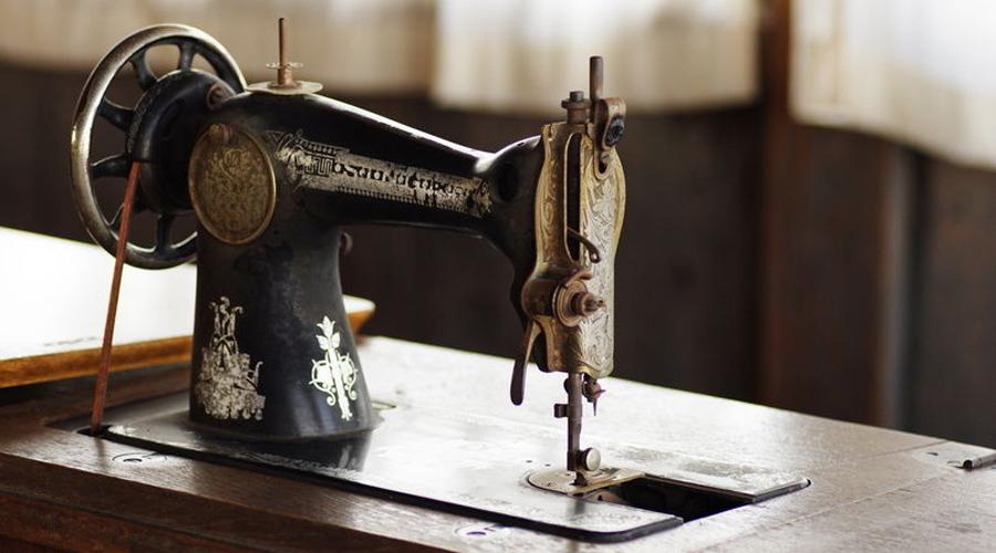 Бонус от компании А вот это уже не миф. В начале 2000-х представители компании Зингер объявили о поисках швейной машинки с уникальным серийным номером, который начинается с единицы. Вознаграждение? Миллион долларов счастливчику!
