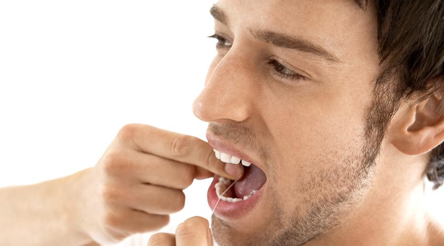 Зубная нить Секрет белоснежной улыбки кроется в мелочах. Никакая щетка не поможет вам тщательно очистить промежутки между зубов — привыкайте пользоваться зубной нитью, если хотите иметь голливудскую улыбку.