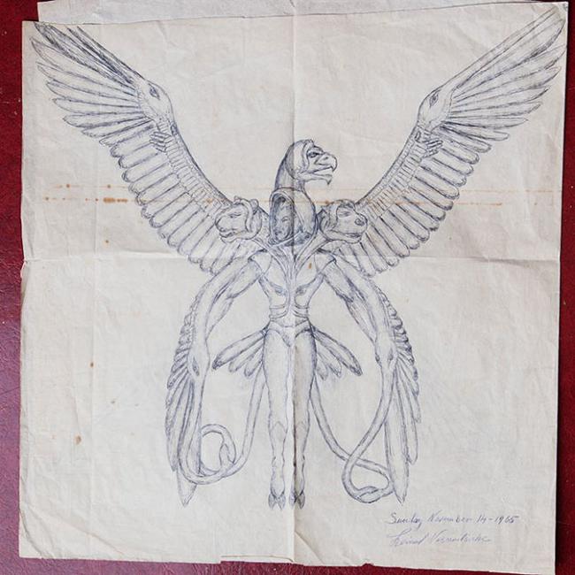 Религия и инопланетяне были для художника чем-то единым, поскольку изображаются они в одном контексте. Но на летающих тарелках неизвестный художник останавливаться не стал: в самой глубине коробки оказались самые интересные бумаги.