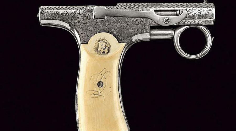 Brun-Latrige Пожалуй, один из самых странных пистолетов нашего списка. Пауль Бран Латридж поставил себе целью создать идеальную конструкцию для самообороны на улицах. Несмотря на внешнюю неказистость, в 1890-ом году Brun-Latrige был довольно действенным оружием, пусть и выпустили его очень маленьким тиражом.
