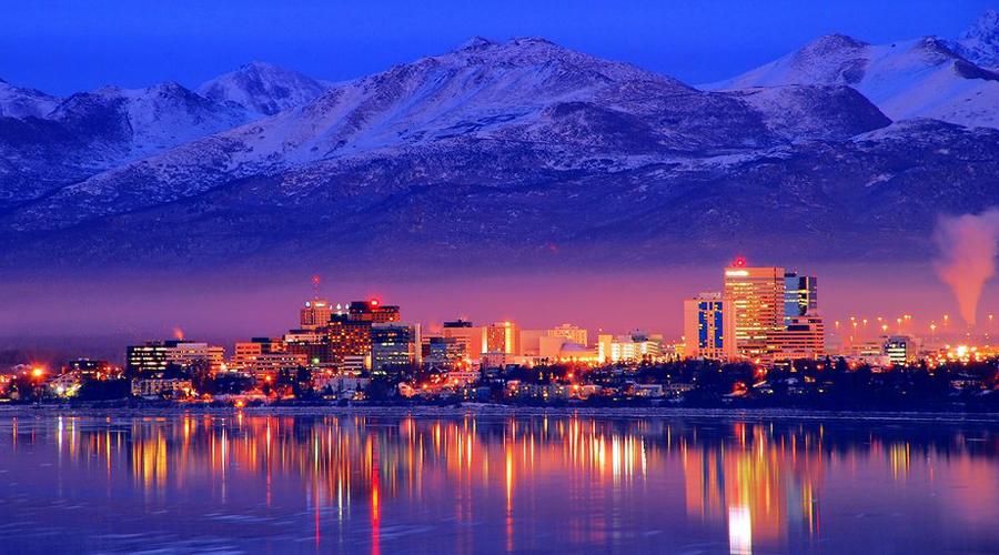 Аляска США Жители Аляски зарабатывают очень хорошо. Даже без какого-либо труда здесь можно получать свою долю государственных средств: специальный фонд правительства США выделяет по 4 тысячи долларов в месяц каждому, кто проведет на Аляске минимум год.