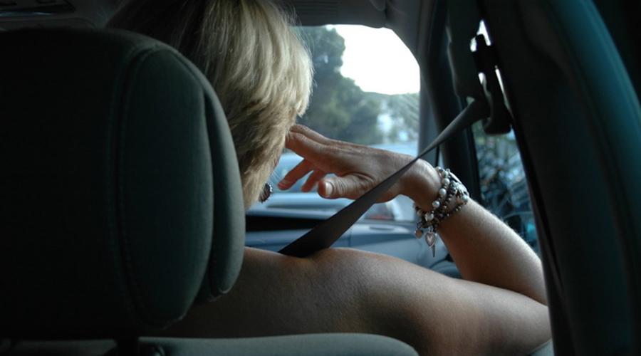 Злость Эмоциональная разрядка при гневе даже не окупает потраченных на нее сил. Кроме того, злость и прочие негативные эмоции приводят к активной выработке гормона стресса, кортизола. Он, в свою очередь, воздействует на сердечно-сосудистую систему, иммунитет и метаболизм. Злитесь часто? Готовьтесь стать толстым, вечно раздраженным посетителем поликлиник. Лучше успокоиться, правда?
