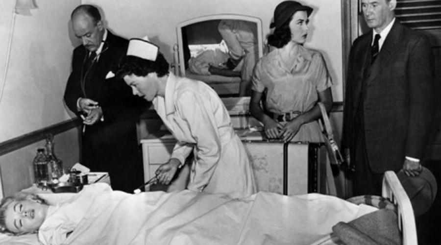 Убийство под прикрытием Все знали, что Мэрилин позволяет себе и наркотики и сильные снотворные препараты. Ночью 5 августа 1962 года Ходжес вошел в спальню актрисы и вколол уже принявшей снотворное девушки мощную смесь препаратов — седативный хлорагидрат и барбитурат нембутал. После чего скинул умирающую Мэрилин с балкона.