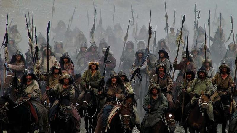Иранский геноцид Хорезмская империя в XIII веке была очень сильна, но натиск монголов буквально стер ее с карты мира. В кровопролитных сражениях погибли 3/4 всех иранцев — настоящий геноцид.