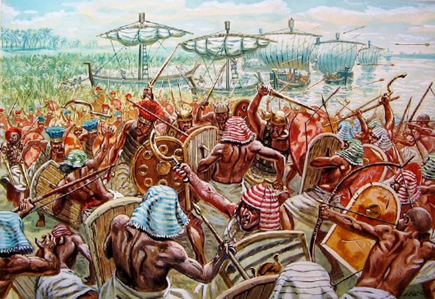 Снаряжение Нового Царства Пика организация египетской армии достигла во времена Нового Царства. Армия стала не только регулярной, но и кастовой, оружием воинов (в ходу были прямые и серповидные мечи) снабжало государство. Раньше воина защищал лишь шлем и деревянный щит, теперь же большинство могло похвастать надежными кожаными панцирями с нашитыми бронзовыми пластинами. Пехота уже начала уступать место боевым колесницам: египтяне поняли, что этой силе противостоять практически невозможно.
