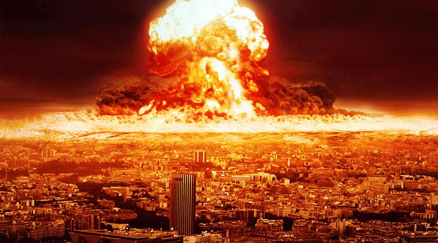 Касл Ромеро Ромеро решили вывезти в открытое море на барже и взорвать там. Не ради каких-то новых открытий, просто у США больше не оставалось свободных островов, где можно было бы спокойно испытывать ядерное оружие. Взрыв Касл Ромеро в тротиловом эквиваленте составил 11 мегатонн. Происходи детонация на суше, и вокруг бы раскинулась выжженная пустошь в радиусе трех километров.