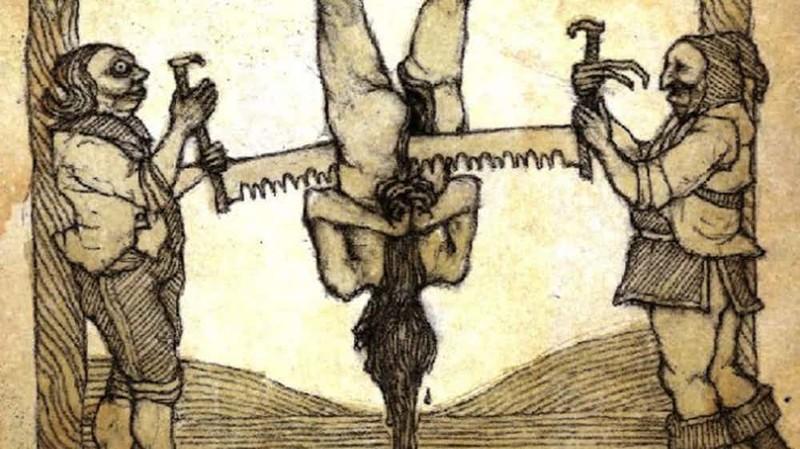 Мастер пыток Чингисхан знал толк в пытках. Он частенько коротал вечера вливая в уши пленников расплавленное серебро. А «фирменным» способом убийства у хана был так называемый «человеческий лук»: воины сгибали человека так, что у него в конце концов ломался позвоночник.