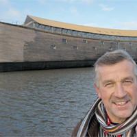 Голландец построил Ноев ковчег с блэкджеком и кинотеатром