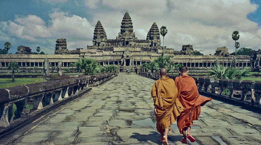 Ангкор-Ват Камбоджа Конечно, трудно назвать это городом в полной мере — храмовый комплекс древней цивилизации заброшен очень давно. И в скором времени его просто не останется на Земле, если, конечно, местные власти не придумают, как отвадить миллионы туристов.