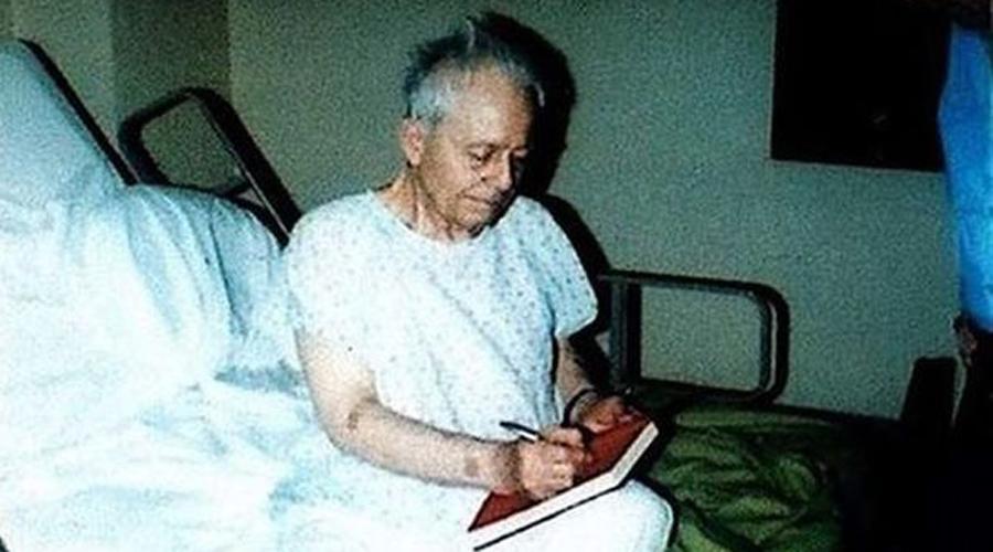 Самый справедливый суд Но история Эда Гейни на этом не заканчивается. Казалось бы, что кроме электрического стула ждет на суде маньяка? Однако, сердобольный суд присяжных признал Мясника из Плэйнфилда невменяемым. Гейни отправился в лечебницу, где только в 1984 году умер своей смертью.