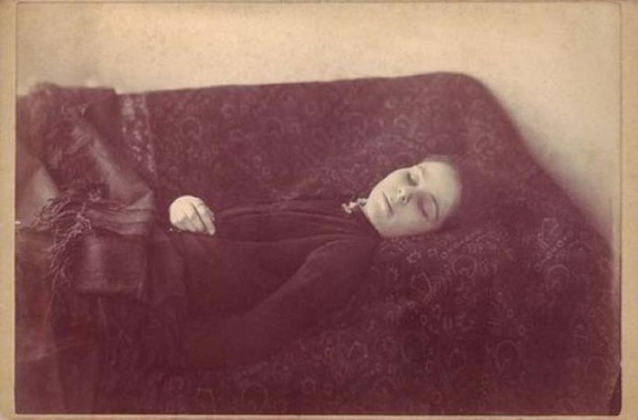 Лоана Кровопийца А вот и еще один вампир, правда несколько странный. Лоана Константинеску верила, что кровь позволяет людям жить вечно, но помогает лишь собственная кровь. Однажды Лоана пожадничала и умерла от потери крови.