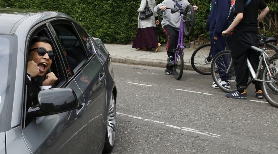 Устраните «слепые зоны» Опытные водители знают, что нужно обязательно подстраивать боковые и задние зеркала, вовсе не оставляя слепых зон. Думаете, так сделать невозможно? Потратьте лишние десять минут и убедитесь в обратном.