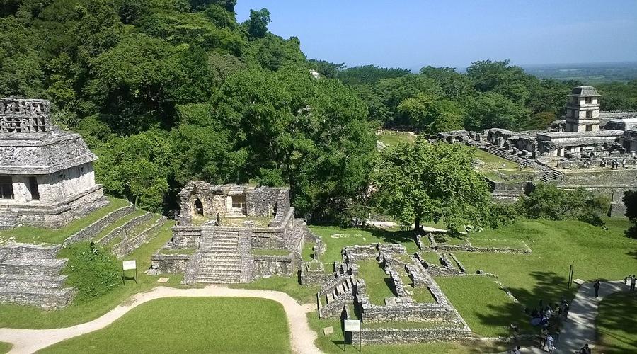 Паленке Мексика Великий город, центр жизни майя в III-VIII веках и столица Баакульского царства. В IX же веке с побережья мексиканского залива пришли дикие племена и уничтожили город.
