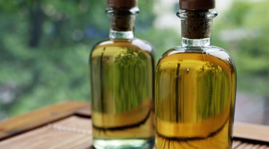 Артрит Касторовое масло обладает противовоспалительным действием. Самое простое — это делать массаж больного места с использованием масла.