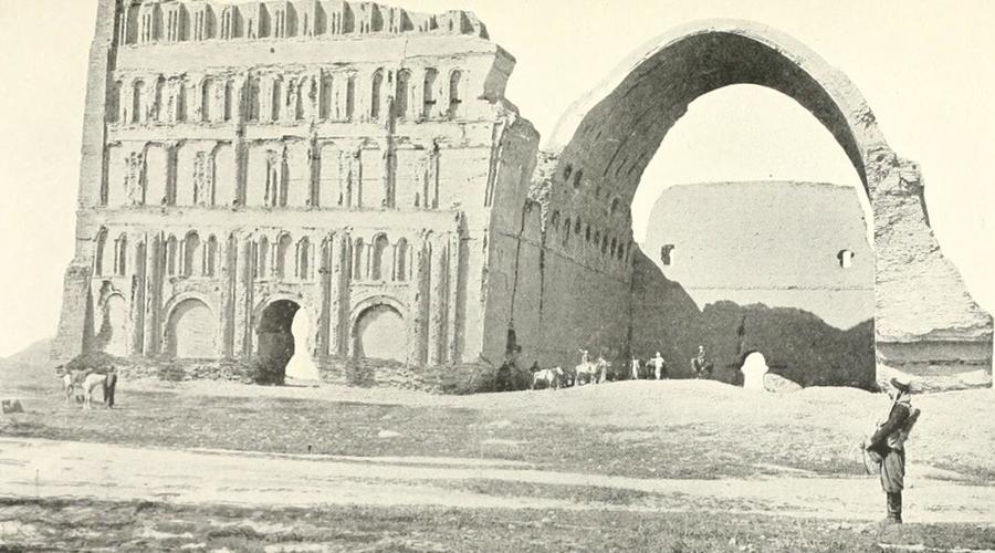 Ктесифон Ирак С 570 до 637 года нашей эры Ктесифон являлся самым крупным городом во всем мире. Столица сасанидов не выдержала испытания временем и сегодня о былом величии напоминает разве что дворец Таки-Кирса, летняя резиденция династии Сасанидов.