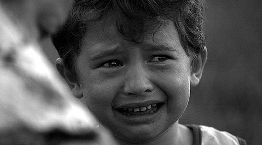 Слезы Слезы нужны не только для того, чтобы выводить из глаз инородные тела. Современные биологи полагают, что в стрессовых ситуациях организм запускает новый мощный раздражитель, эффективно отвлекающий от пережитого только что стресса. Поплачь — легче станет!