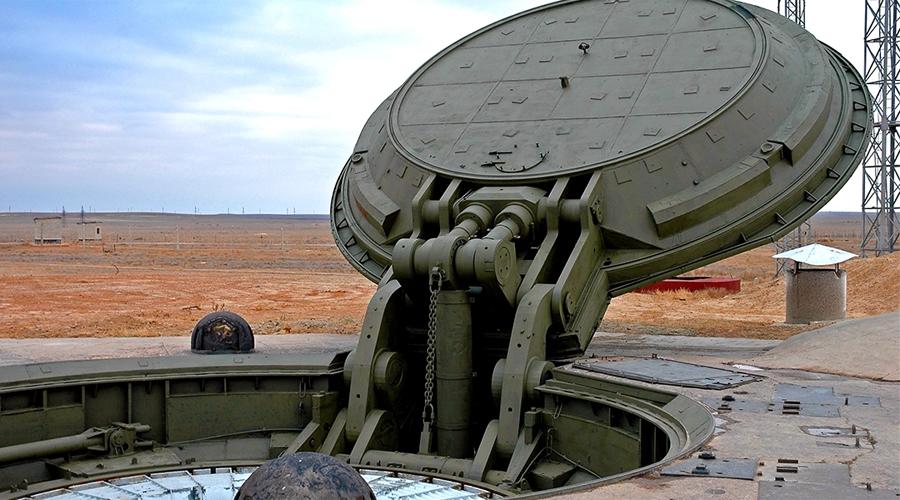 Бункер последнего удара Секретный подземный бункер «Грот» уже не один раз «светился» в прессе. Каждый раз существование этого динозавра времен СССР объяснялось иначе — то уран здесь вырабатывают, то убежище для правительства строят. Американцы долгое время полагали (и, может быть, они были правы), что здесь расположен секретный штаб ракетно-стратегических сил «ответного удара».