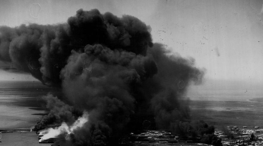 Город в огне В ту пору Техас-Сити был центром нефтехимической промышленности всего юга США. Взрывная волна и поток раскаленных осколков «Гранкана» за несколько минут подожгли весь город. Не понимающие масштабов бедствия люди хватались за все подряд, пытаясь справиться с огнем. К месту катастрофы стянули пожарных из соседних городов и часам к 11 вечера они худо-бедно уничтожили основные очаги возгорания.