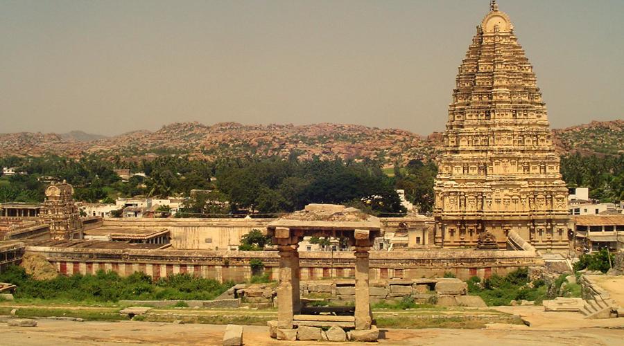 Вирупакши Индия Расцвет Виджаянагарской империи пришелся на XIV-XVI века. Одним из главных городов этой культуры был вольный Вирупакши, правители которого часто затевали свары с соседями-мусульманами. Это привело к трагедии: в 1565 году Вирупакши пал под натиском мусульманских орд — население города вырезали под корень, а храмы разрушили до основания.
