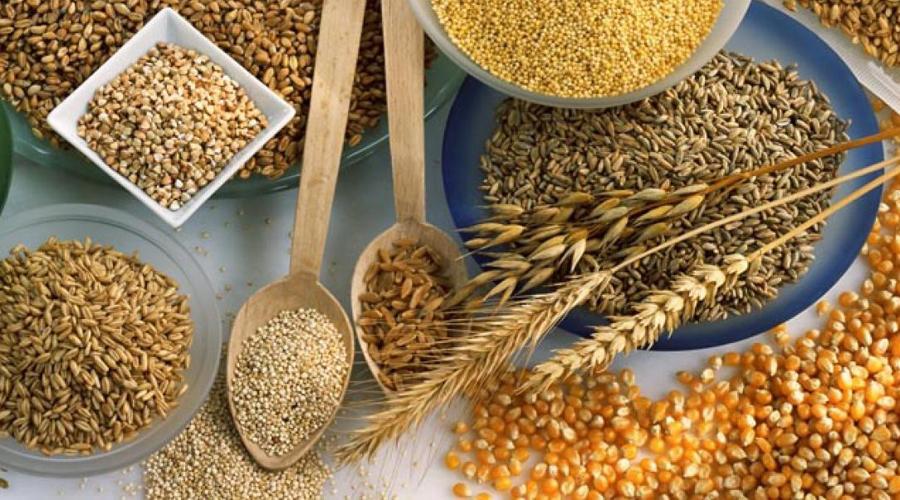 ЦельнозерновыеДиетологи не зря рекомендуют включать в ежедневное меню блюда, приготовленные из крупы и зерна. Пшеница, овес, рис и кукуруза богаты питательными веществами и сложными углеводами. Они помогают стабилизировать уровень инсулина, а в качестве приятного бонуса еще и метаболизм ускоряют.