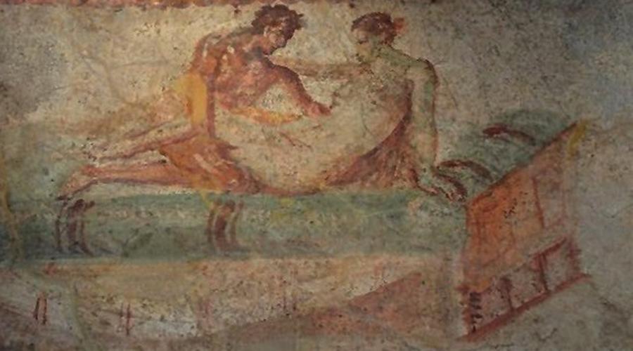 Лупанарии Только в центре Помпеи археологи раскопали целых 27 лупанариев. На сленге «лупой», то есть «волчицей» римляне называли проституток. Судя по сохранившимся свидетельствам, удовольствие стоило столько же, как три стакана дешевого вина.