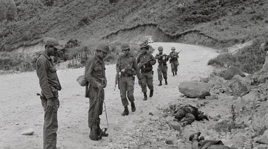 Начало боевых действий 27 июня 1969 года сборная Гондураса проиграла Сальвадору третий матч. Спустя десять минут после игры Гондурас официально разорвал все дипломатические отношения с Сальвадором. Уже 3 июля начались первые боестолкновения, потери понесли обе стороны.