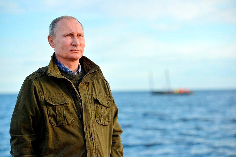 Владимир Путин Президент РоссииПервое место Журнал Forbes уже в четвертый раз называет президента России Владимира Путина самым влиятельным человеком в мире. По мнению авторитетного издания, российский лидер последовательно добивается своей цели при любых условиях и на любой территории.
