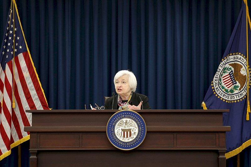 Джанет Йеллен Глава Федеральной резервной системы СШАШестое место Никто особо не верил, что женщина способна успешно управлять главным мировым финансовым регулятором, но Джанет Йеллен в первые же месяцы работы доказала свою профпригодность. Именно ее руководство ФРС привело к выводу экономики США из кризиса: теперь подавляющая часть американцев искренне верит, что Йеллен, а вовсе не Трамп вернет им настоящую Американскую мечту.
