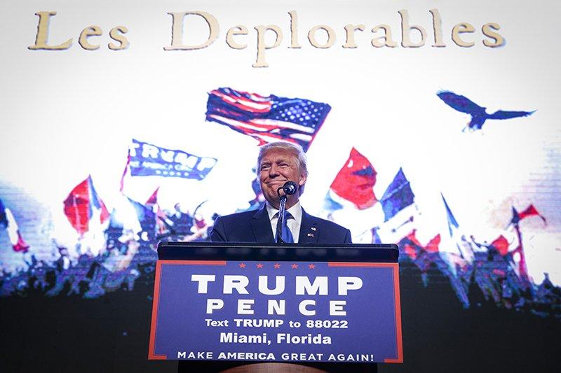 Дональд Трамп Президент СШАВторое место Сорок пятым президентом США стал миллиардер Дональд Трамп, что сделало его вторым по влиятельности человеком в мире. За сравнительно короткий отрезок времени Трамп успел заручиться поддержкой обеих палат Конгресса и показать, что действительно намерен воплотить в жизнь громкий лозунг Make America Great Again.
