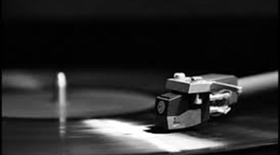 Артур Линтген Сенсорные способности Артур Линтген — американский физик, который может узнать песню, просто посмотрев на пластинку. По канавкам на пластике Артур определяет и громкость музыки.