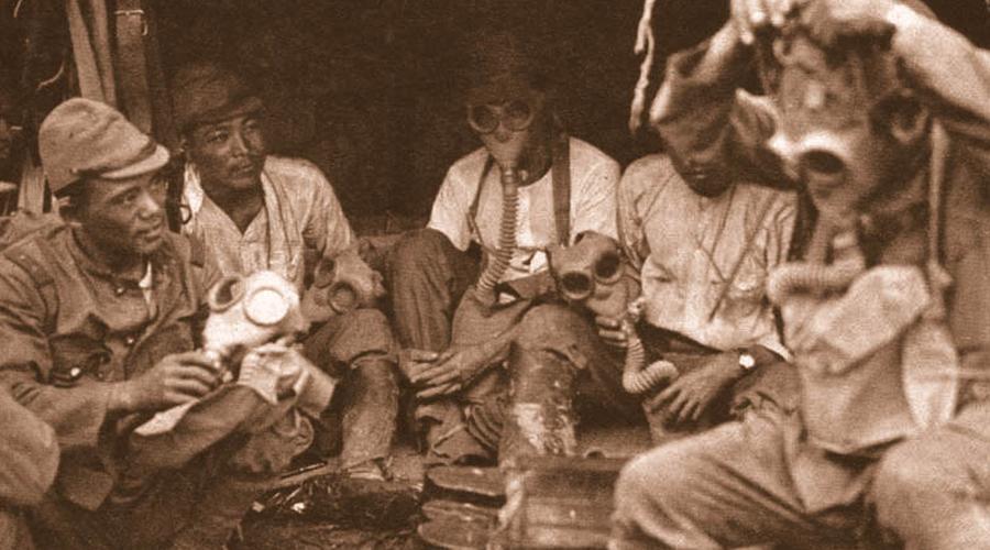 Биологическое оружие По слухам, биологическое оружие появилось у Страны Советов еще во время Второй мировой войны. Западные эксперты и сейчас полагают, что в 1942 году советские ученые заражали немецких захватчиков туляремией, которую переносили предварительно зараженные крысы.