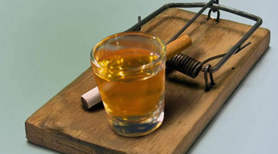 Алкогольный синдром В процессе расщепления этанол превращается в ацетальдегид — химически активный элемент, крайне негативно влияющий сразу на несколько важнейших частей нашего тела: печень, желудок и гортань. Медики советуют употреблять в день не больше двух бокалов вина, 0,5 литра пива или 50 грамм чистого алкоголя — с таким количеством ацетальдегида организм и сам справится.