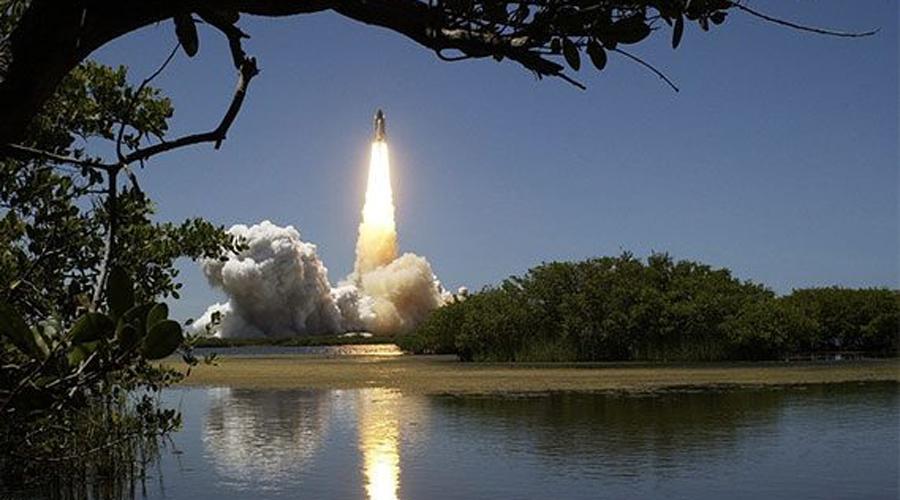 Вертикальная посадка ракеты В каждом научно-фантастическом фильме показывают вертикальную посадку, но в реальности она была осуществлена лишь недавно. Благодаря настойчивости Элона Маска, компания SpaceX провела уже несколько вертикальных посадок.