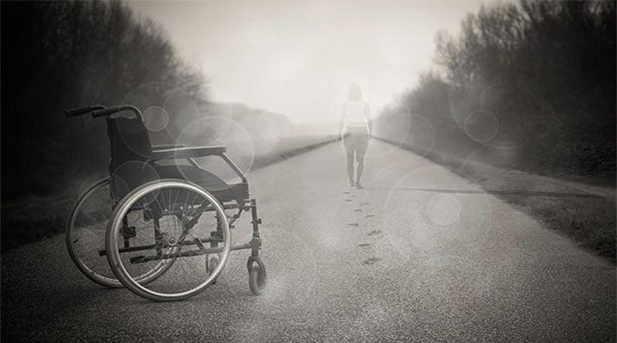 Борьба с параличом Нейрофизиологам из Университета штата Огайо удалось разработать имплантат мозга, который позволяет парализованным пациентам двигаться снова. Да, звучит как фантастика, но первый исцеленный уже есть. Им стал 24-летний Ян Буркхарт: проведя без движения четыре года, он вновь стал на ноги и даже занялся спортом.