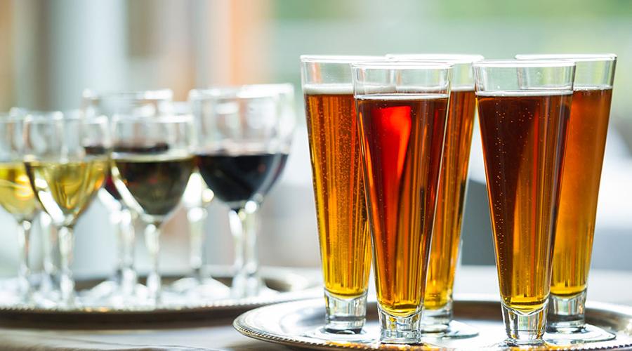 Пиво Мышьяк поступает в пенный напиток из воды, используемой для приготовления этих напитков. Кроме того, производители пива также используют диатомовую землю в качестве фильтрующего материла — это, безусловно, запрещено, поскольку именно в ней концентрация токсичных веществ очень высока.
