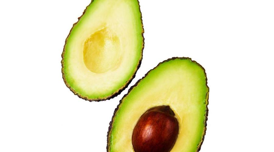 Ешьте больше здоровых жиров Ешьте больше здоровых жиров и сокращайте количество углеводов, которые могут увеличить уровень сахара в крови и повысить уровень инсулина, что приведет к увеличению объема жира. Животные жиры (настоящее масло, кокосовое масло, орехи и авокадо) помогают уменьшить голод и поддерживать оптимальное производство тестостерона. Составьте свой рацион так, чтобы не менее 25% всех калорий поступало с правильными источниками жира.
