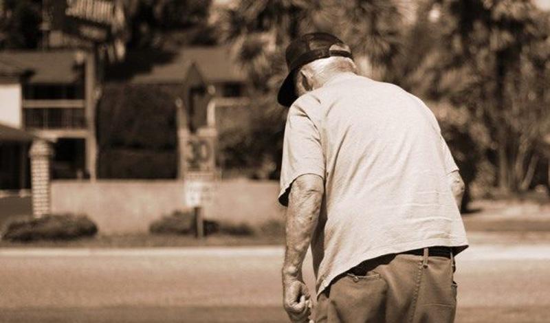 Черепашья походка Медленная скорость ходьбы может быть вызвана синдромом моторного когнитивного риска, который является одним из ранних симптомов слабоумия. На это стоит обратить внимание!