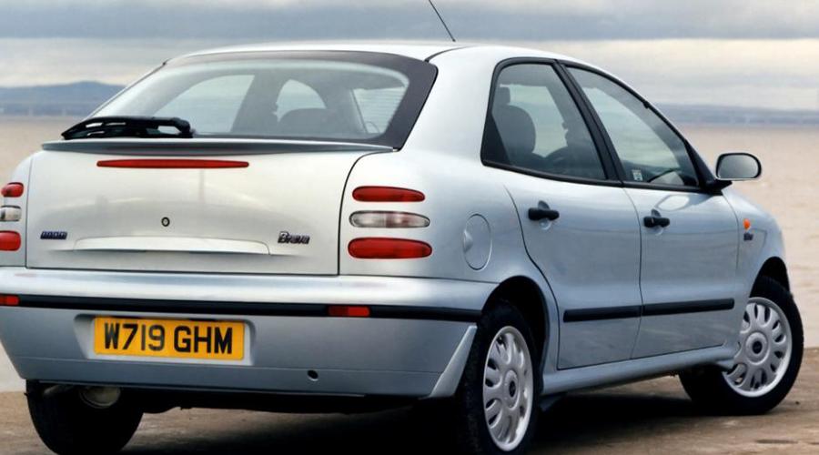 Fiat Bravo Эту машину не советуют покупать даже новичкам на первые полгода. Не обманывайтесь свежим видом старенького Bravo: автомобиль крайне ненадежен, по крайней мере, после несколько лет эксплуатации. Шансов на поломку у «Фиата» целых 38,9 % — даже в гараже поломается.